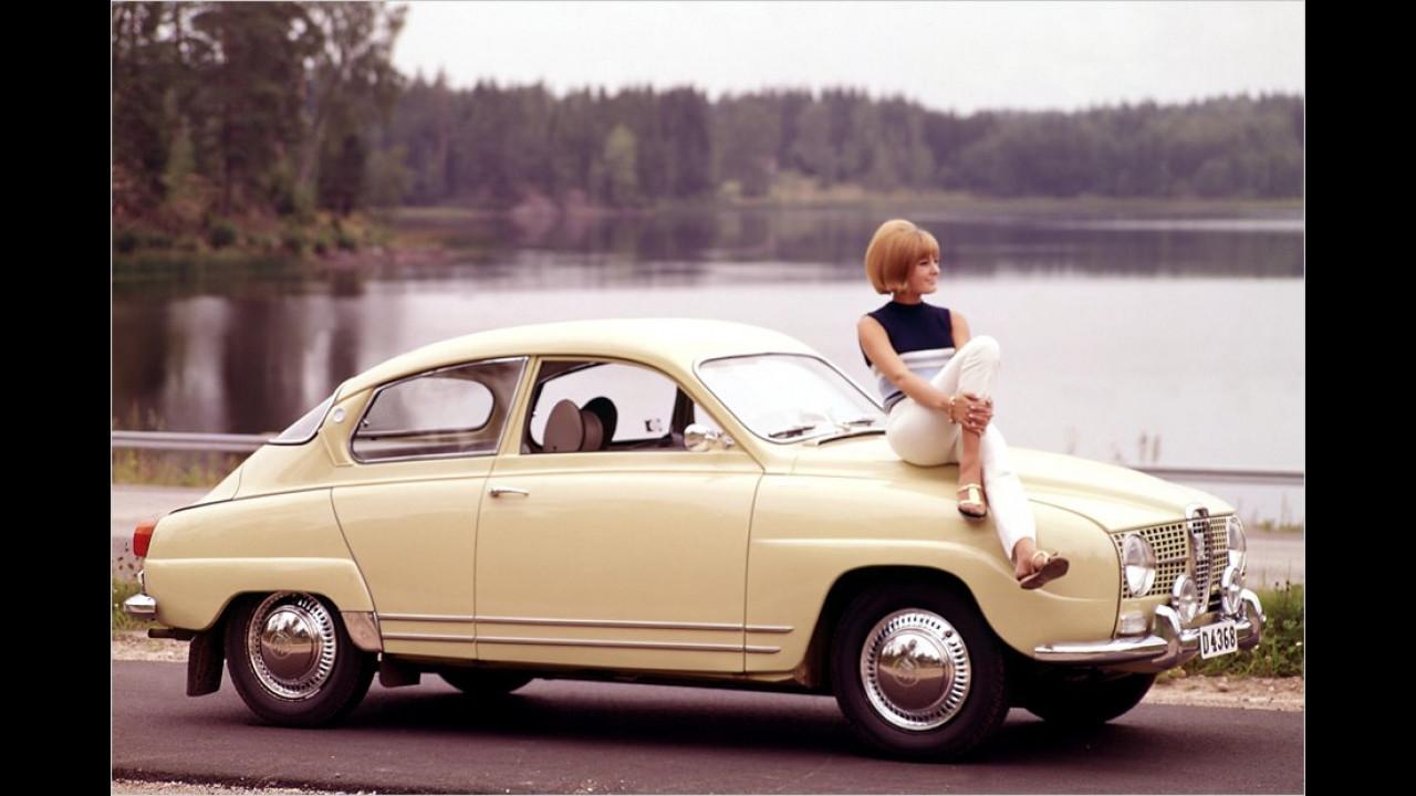 1966 wanderte ein Viertakter-Vierzylinder unter die verlängerte Haube des 96 V4