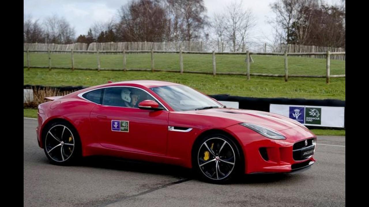Princípe Harry acelera F-Type Cupê R em evento de caridade no Reino Unido