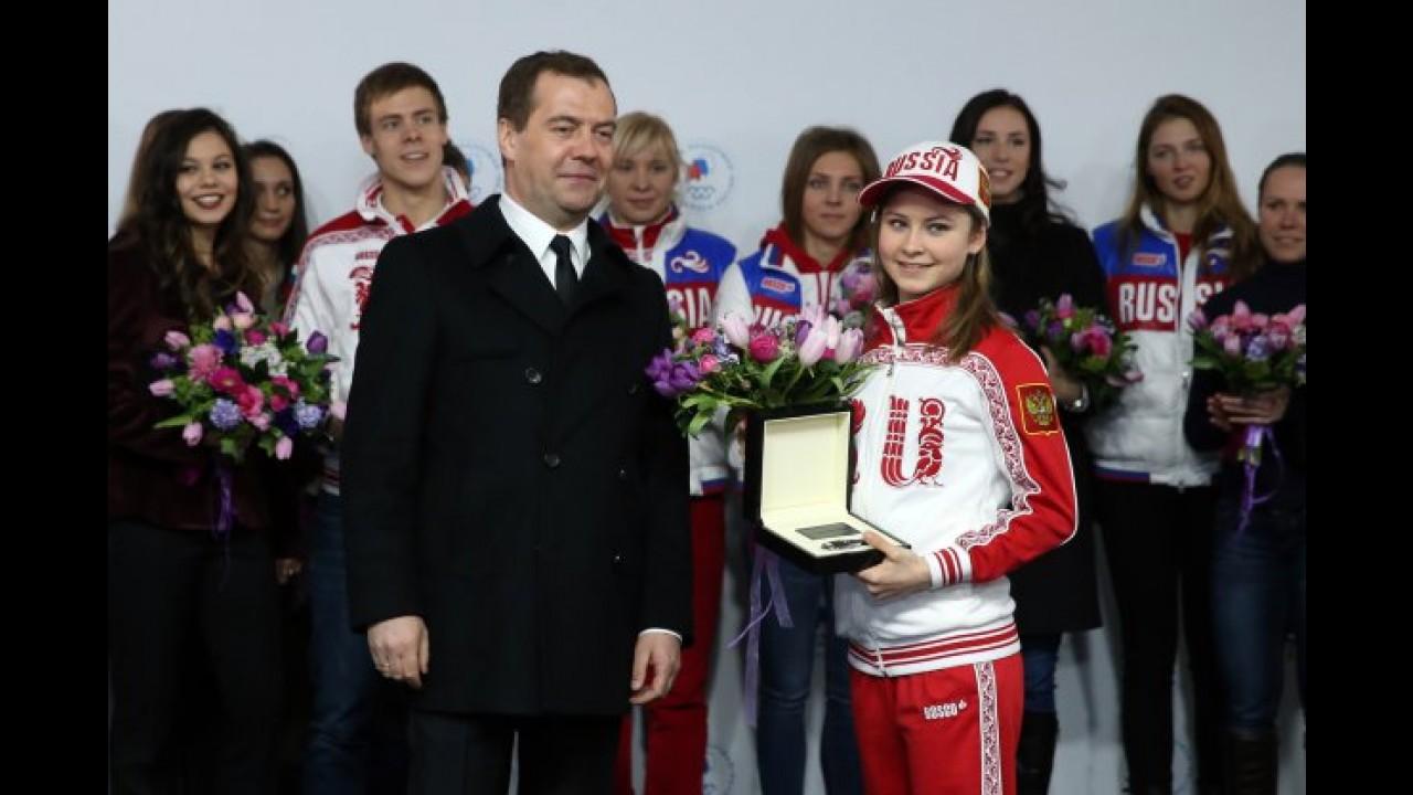 Premiação estrelada: medalhistas olímpicos russos ganham modelos da Mercedes