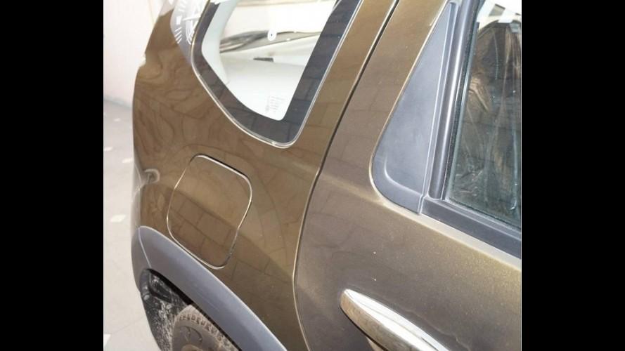 Renault Duster repintado é vendido como novo por concessionário na Índia