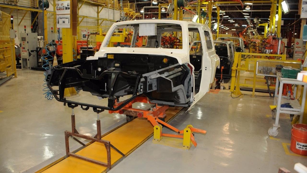 Produção da carroceria do Troller T4
