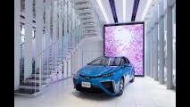 Toyota Mirai, showroom in Giappone