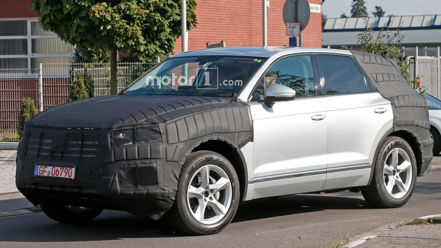 Volkswagen Touareg spied for first time in production body