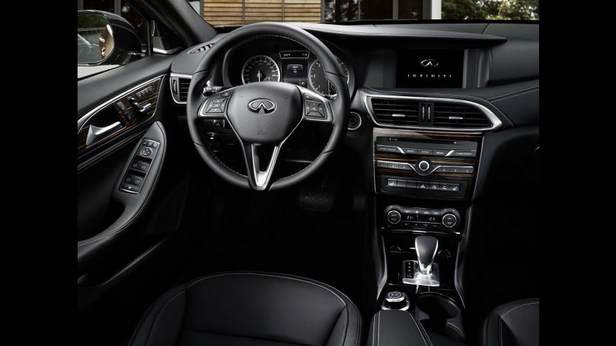Infinity Q30'ın İç Mekanı Fazla Mercedes Olmuş