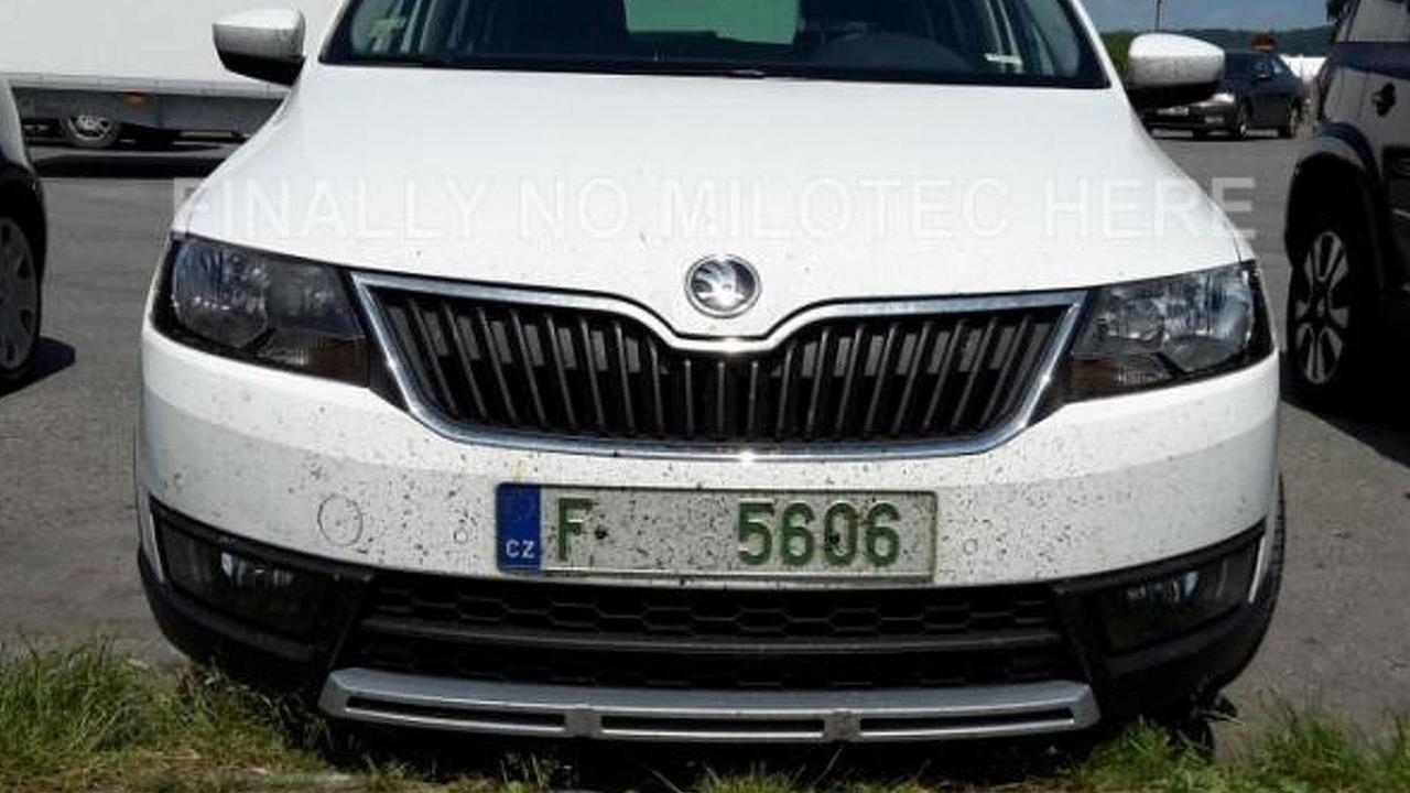 Skoda Rapid Scout spy photo / autoforum.cz