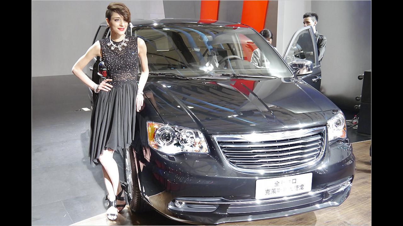 Jaja, so ist das eben, das ist in China nicht anders. Das Kleid muss zum Auto passen ...