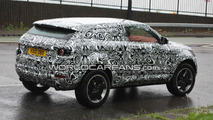 Land Rover LRX spied with new camouflage 10.06.2010