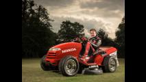Honda presenta il tagliaerba da corsa