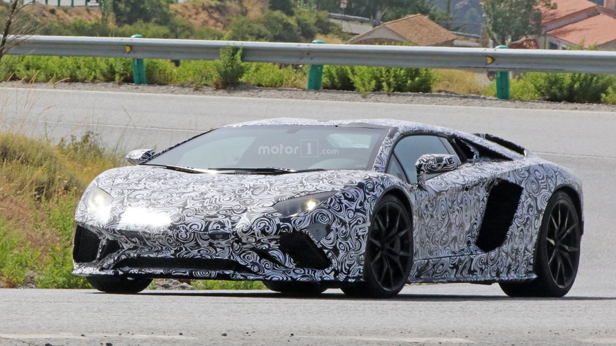 Lamborghini Aventador Roadster facelift spy photos