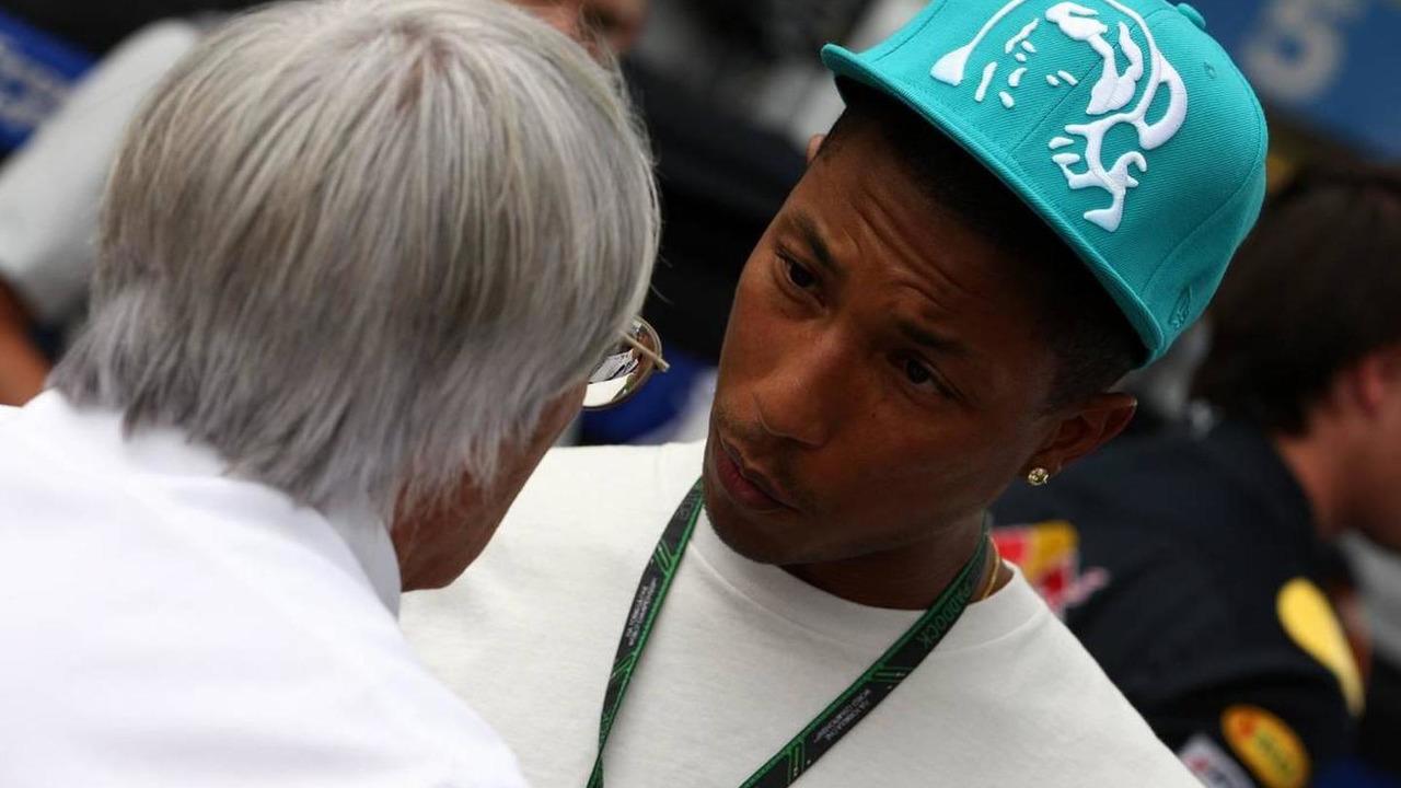 Bernie Ecclestone (GBR), Pharrell Williams, Musician - Formula 1 World Championship, Rd 18, Brazilian Grand Prix, 05.11.2010 Sao Paulo, Brazil