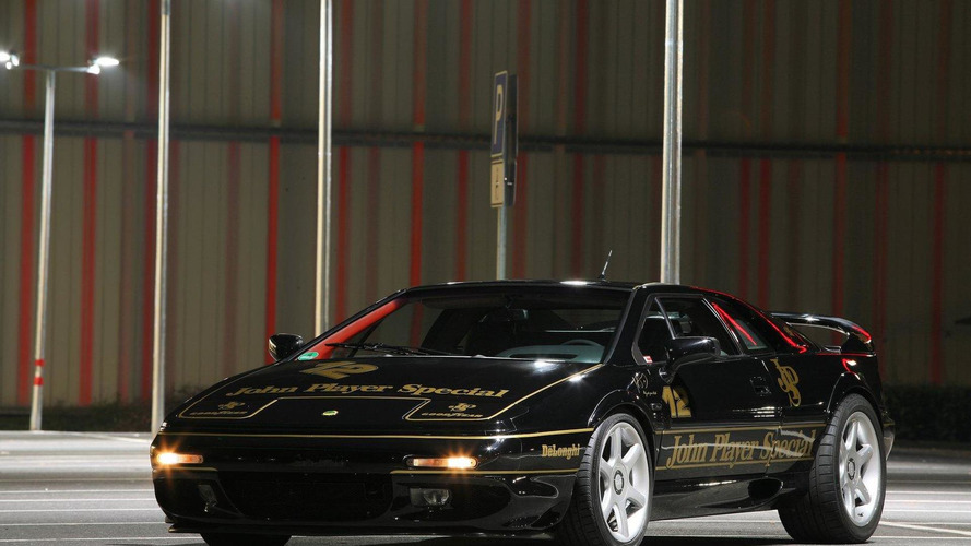 Cam Shaft wraps Lotus Esprit in famous John Player livery