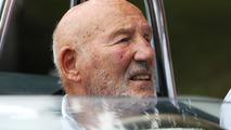 Stirling Moss se recupera de infecção em hospital