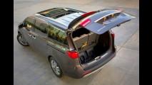 Nova Kia Carnival também será apresentada no Salão do Automóvel