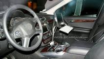 Mercedes R-Class Facelift spy photos