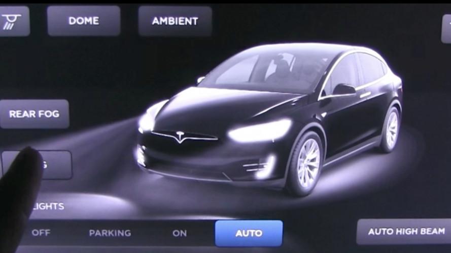 Tesla, i fari attivi High Beam su tutta la gamma