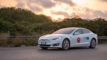 Tesla da record, 1.078 chilometri con una ricarica