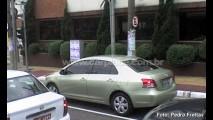 Segredo: Leitores flagram Toyota Yaris nas versões hatch e sedan rodando no Brasil