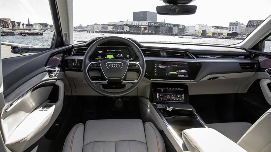 audi e tron reveals high tech interior with five screens. Black Bedroom Furniture Sets. Home Design Ideas