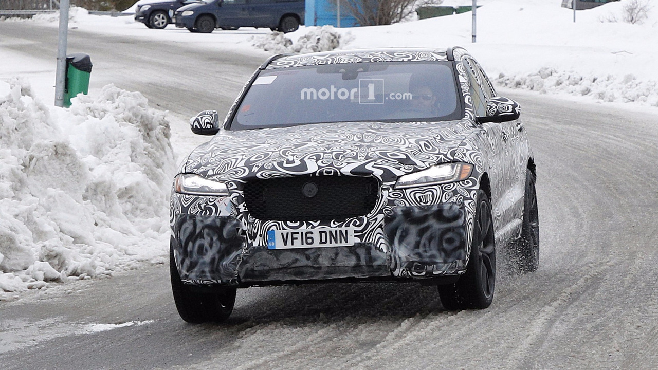 2018 Jaguar F-Pace SVR new spy photo