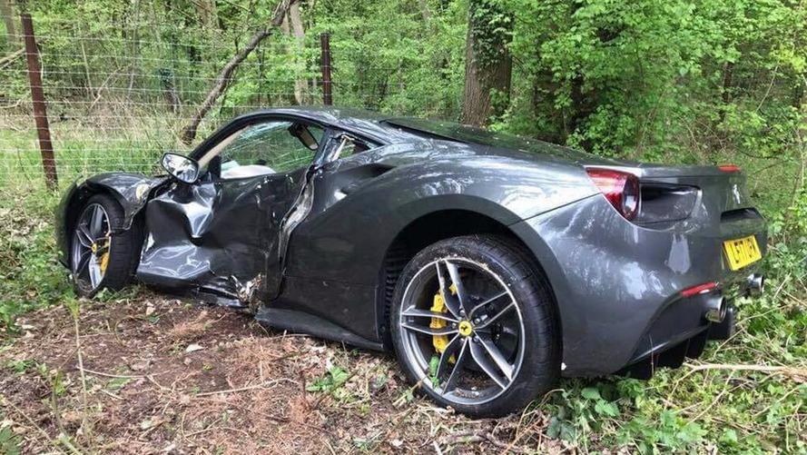 À peine livrée, cette Ferrari 488 GTB finit dans le fossé