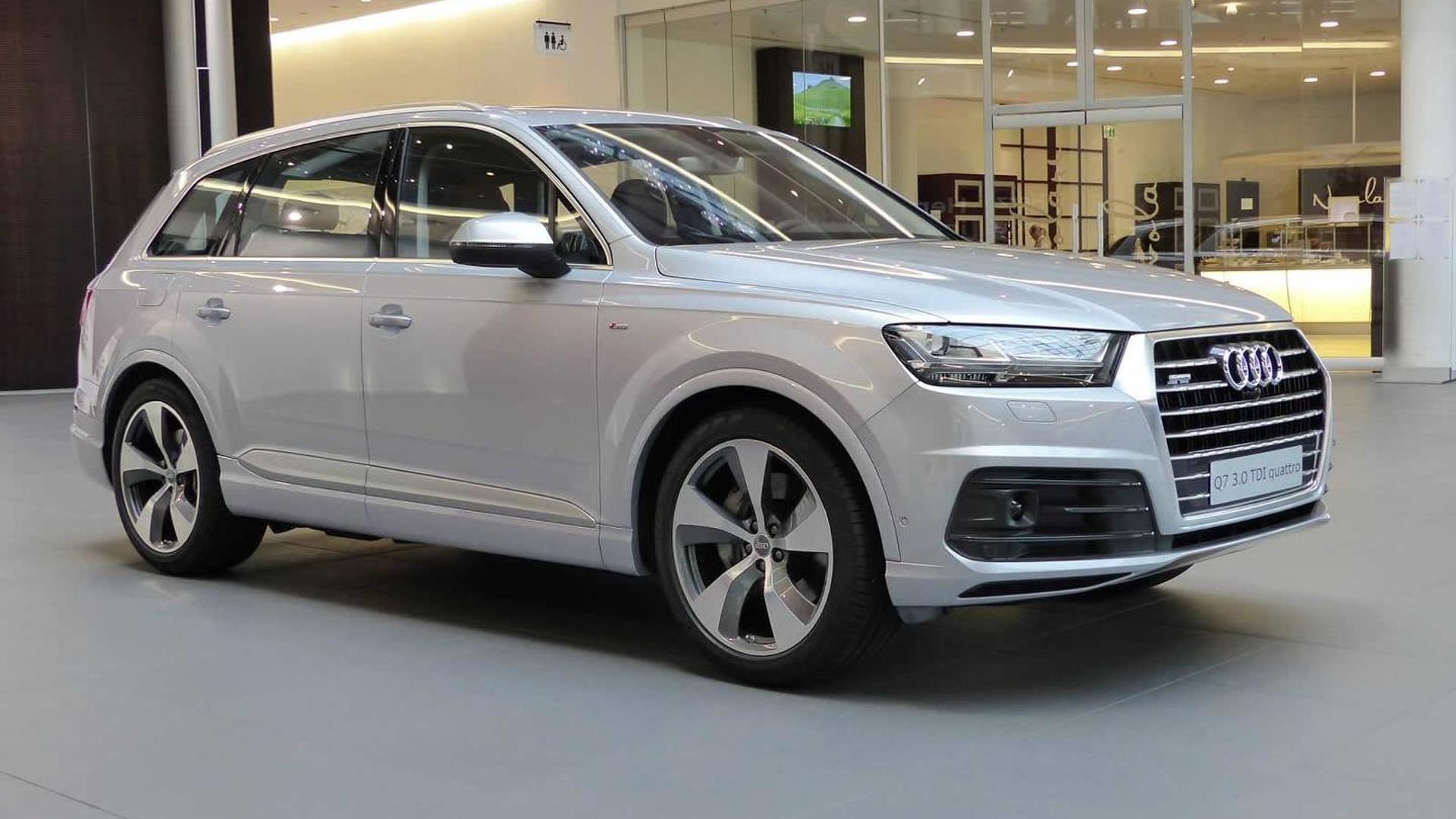 audi forum neckarsulm showcases 2015 q7 florett silver metallic. Black Bedroom Furniture Sets. Home Design Ideas