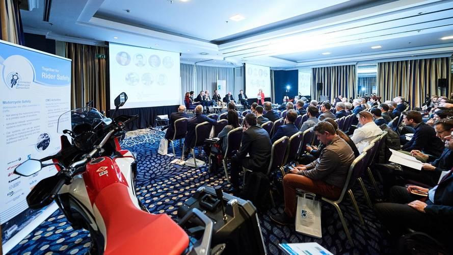 El CEO de KTM mete prisa a Europa con el calendario de la Euro 5