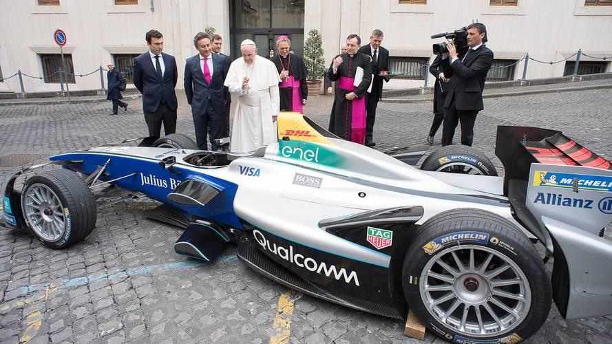 La Formula E in visita da Papa Bergoglio