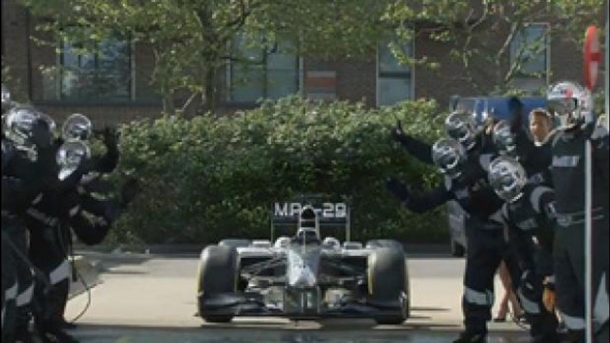 Un car wash con Jenson Button, geniale candid camera di Mobil 1