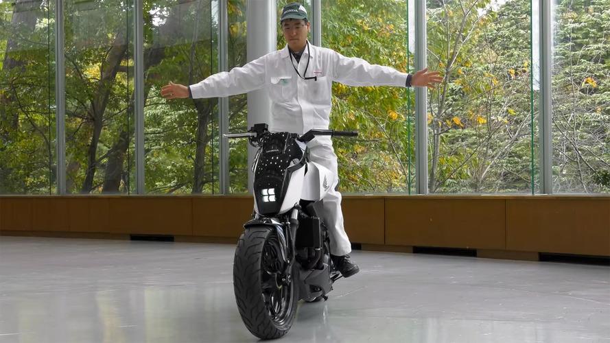 Honda'nın düşmeyen motosikleti
