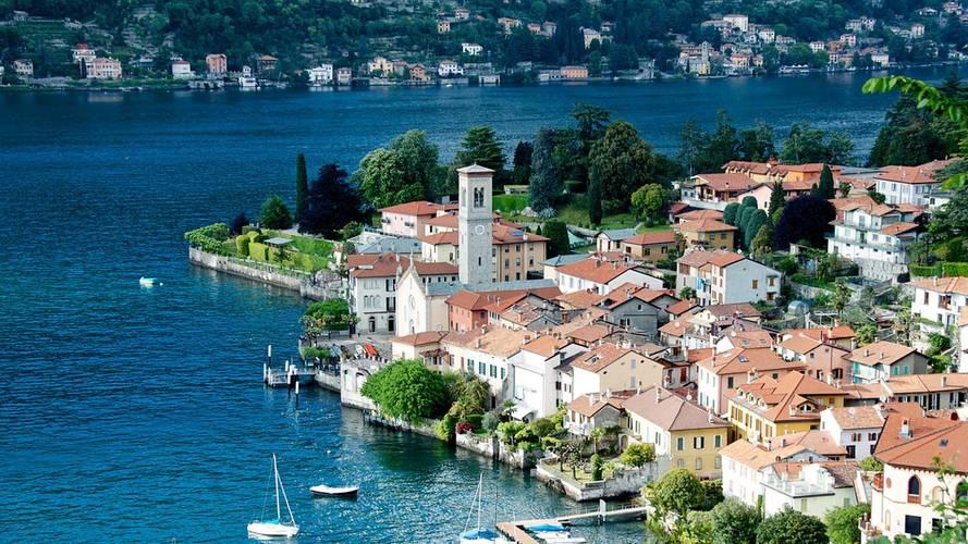 Auto elettrica, 227 colonnine per le località turistiche italiane