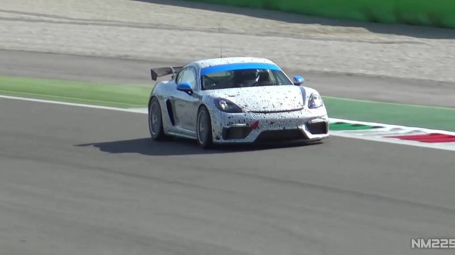 Porsche 718 Cayman GT4 Clubsport büyük kanadını sergiliyor