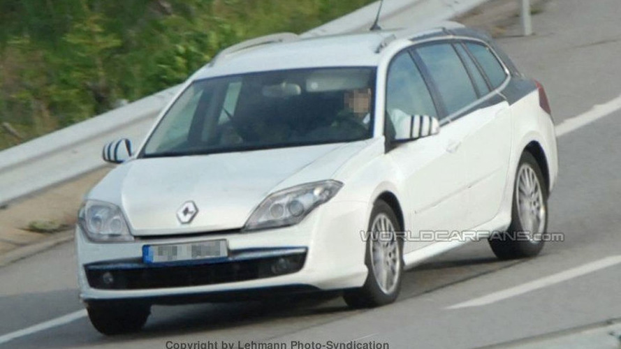 SPY PHOTOS: More Renault Laguna