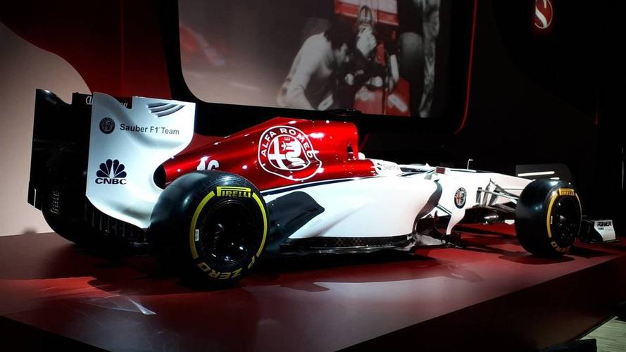 Alfa Romeo, F1'de kullanacağı giydirmeyi tanıttı