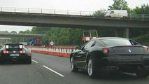 Bugatti Veyron & Ferrari 599 GTB race along British Motorway