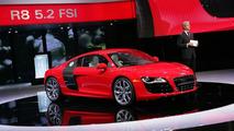 New 2010 Audi R8 V10 5.2 FSI Promotional Video Released