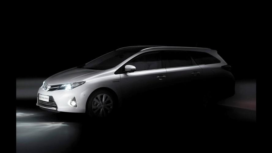 Toyota apresentará novo Auris Tourer e reestilização do Verso no Salão de Paris