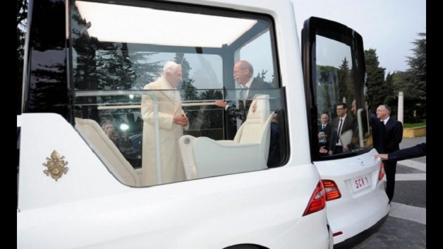 Mercedes-Benz entrega novo Papamóvel