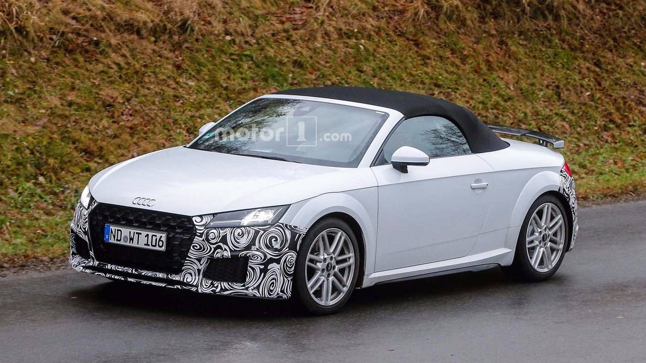 refreshed audi tt roadster spied kicking up snow during testing. Black Bedroom Furniture Sets. Home Design Ideas