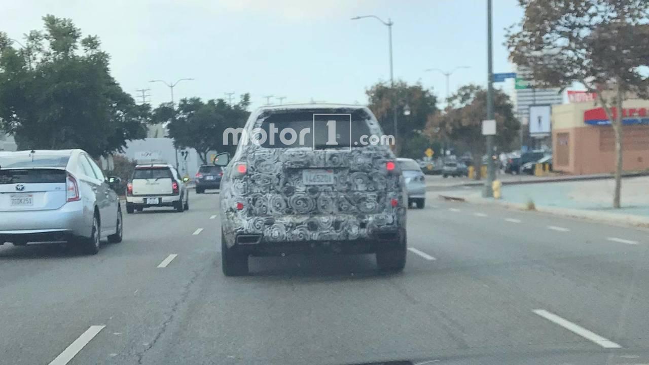 2019 BMW X7 spied by Motor1.com reader