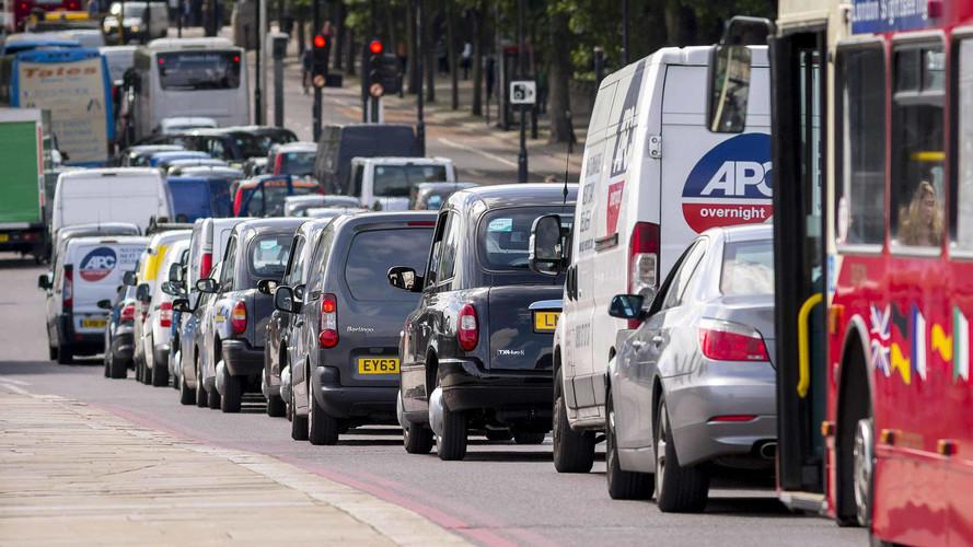 İngiltere 2040 yılında benzinli ve dizel satışını yasaklıyor