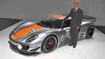 Matthias Mueller, President and CEO of Porsche AG, presents the Porsche 918 RSR, 10.01.2011