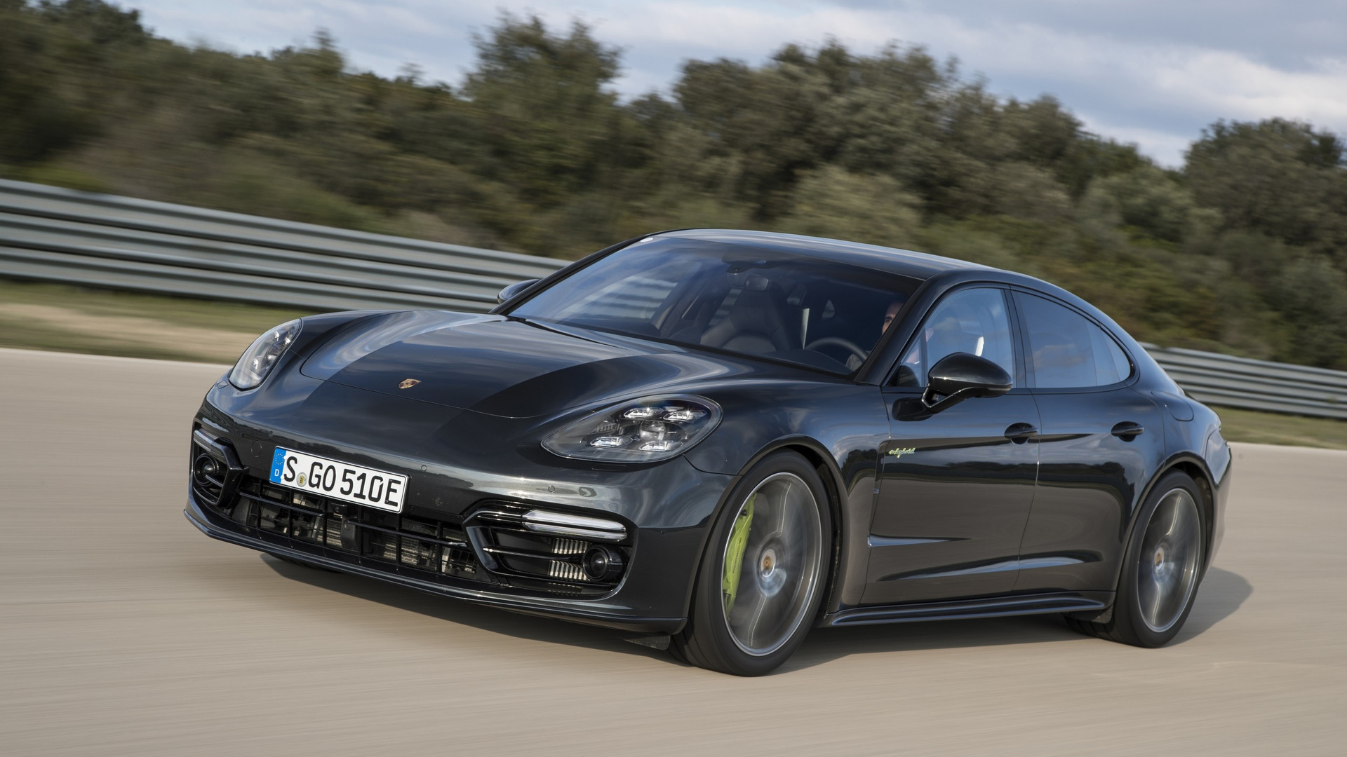 2018 porsche panamera turbo s e hybrid unleashes 680 hp and 627 lb ft. Black Bedroom Furniture Sets. Home Design Ideas