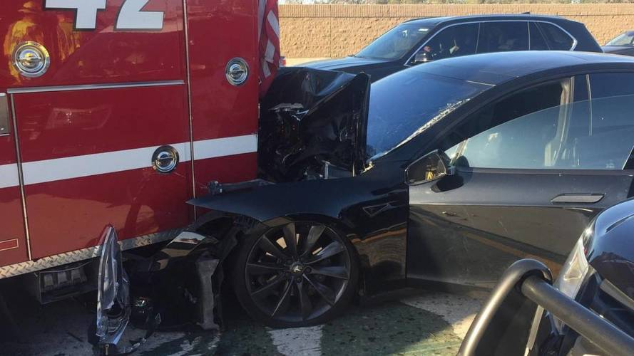 Autopilot módban csapódhatott tűzoltóautóba egy Tesla az államokban