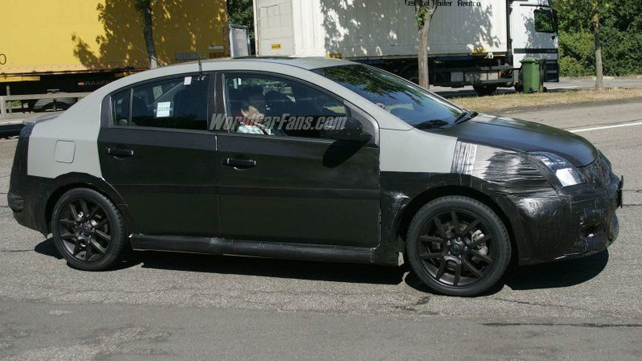 Nissan Sentra SE-R Spy Photo