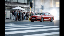 BMW M235i, drifting in rotatoria