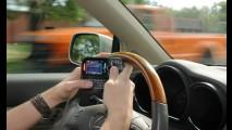 Celular ao volante passará a ser multa gravíssima (R$ 293,47) a partir de novembro