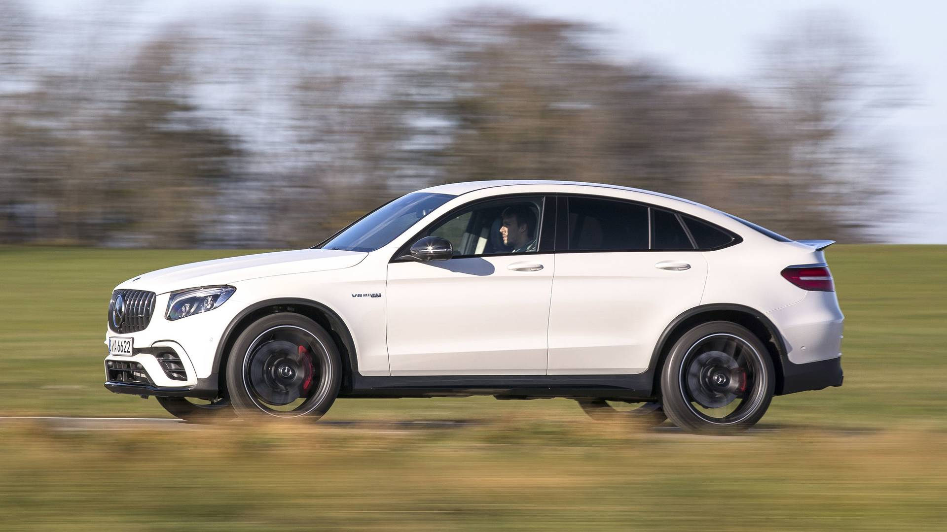 https://icdn-1.motor1.com/images/mgl/RZRr9/s1/2018-mercedes-amg-glc63-coupe-first-drive.jpg