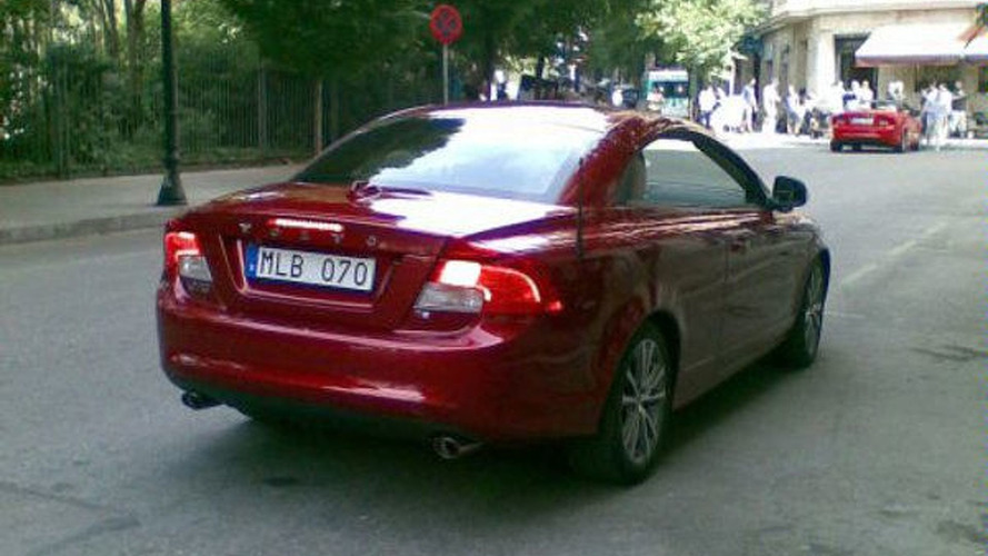 2011 Volvo C70 facelift spotted during photoshoot