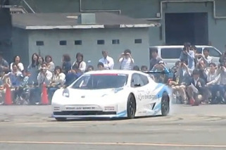 Nissan Leaf Racer Does Some Electric Donuts [video]