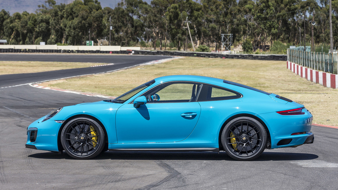 2017 porsche 911 carrera gts first drive falling for the middle child. Black Bedroom Furniture Sets. Home Design Ideas